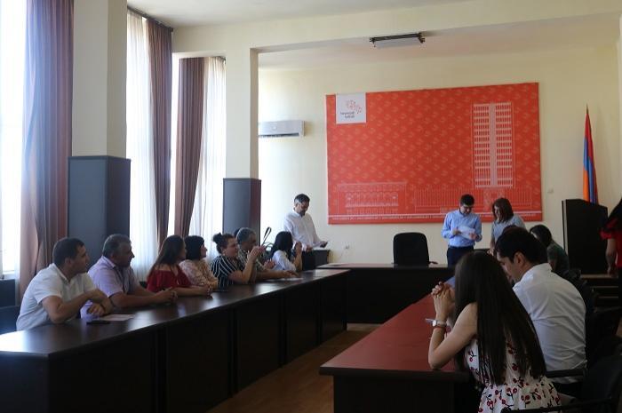 Ռեգիստրի դասընթացի մասնակիցներին հավաստագրերը հանձնեց Կադաստրի կոմիտեի ղեկավարը